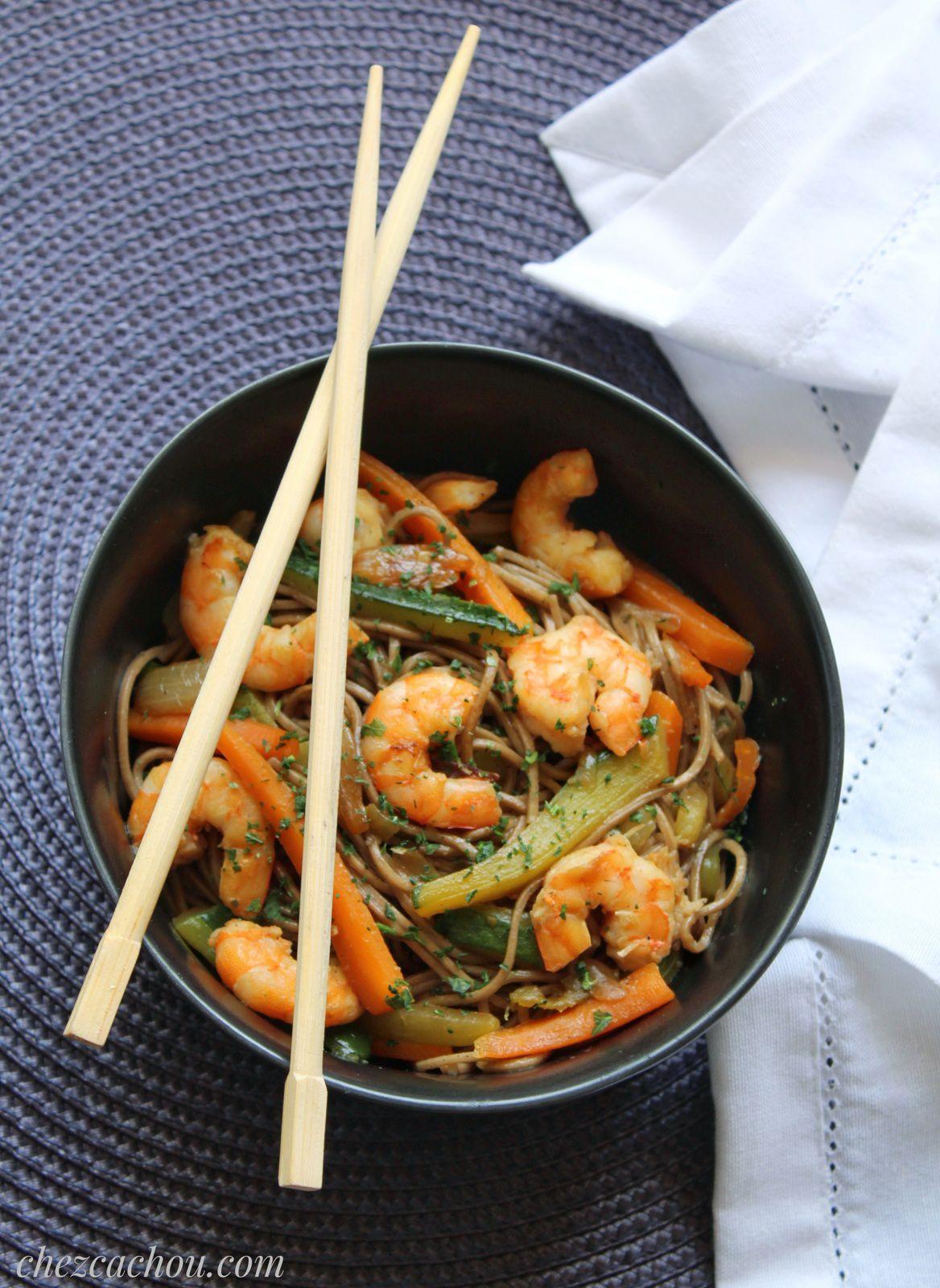 Nouilles soba aux crevettes et petits légumes