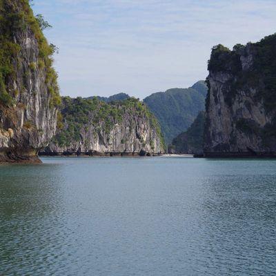 Vietnam : la baie d'Halong, côté terre et côté mer