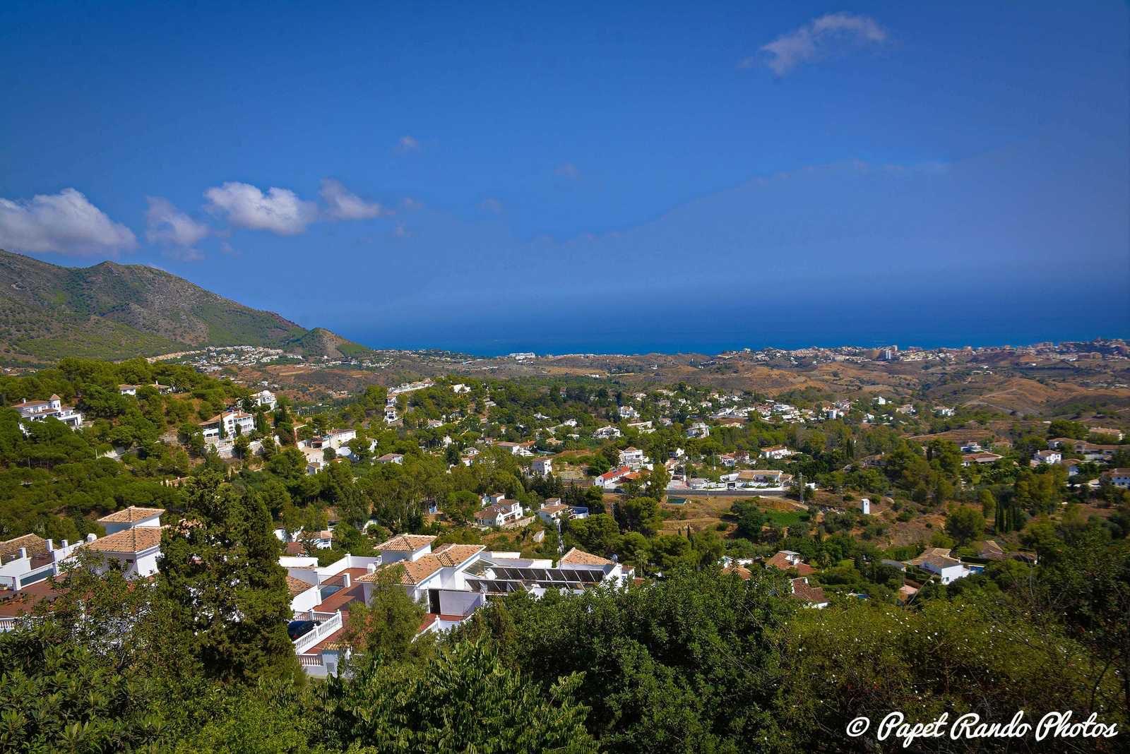 Mijas Pueblo est un pittoresque village blanc Andalou avec d'impressionnantes vues sur la Costa del sol Partons a sa decouverte