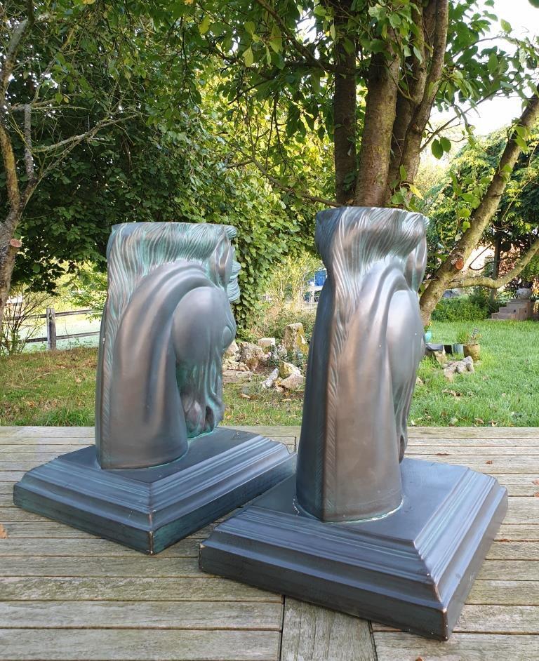 Paire sellettes sculpture tête cheval stylisé Art Déco plâtre - 50 euros