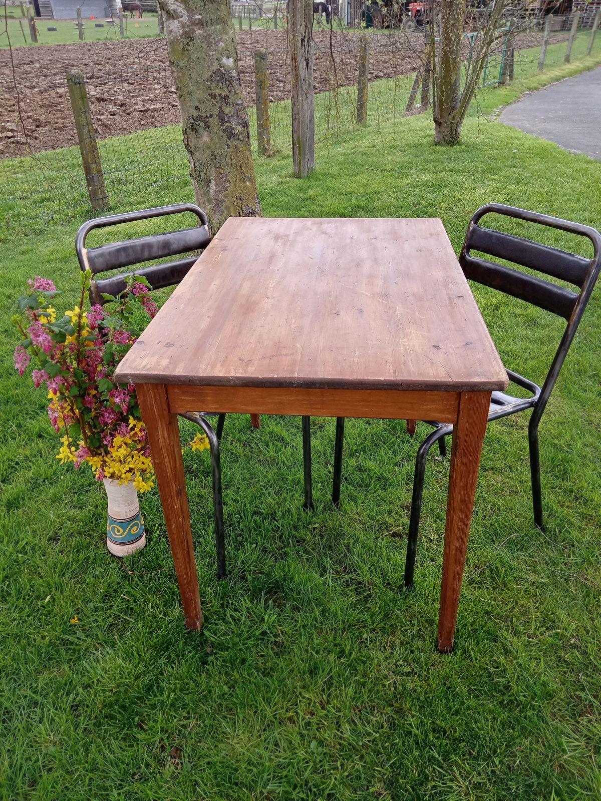 TABLE ANCIENNE  vendue
