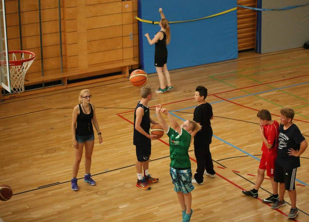 und einem Schnupperkurs im Basketball und bietet auch Kraftsport an.