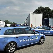 Auto prende fuoco sull'A14 un morto e un ferito grave - Bologna - Repubblica.it