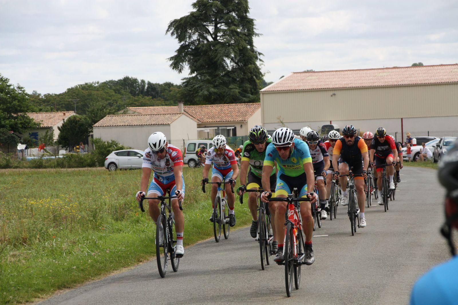 4e  passage  attaque  d'un  coureur  du  VCC  Marennes
