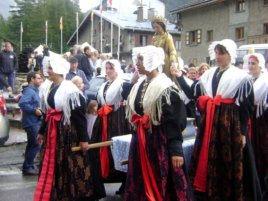 Bessans a célébré le 15 août dans la tradition. Costumes, messe, procession puis fin de journée festive.  Photos : JN.Suiffet