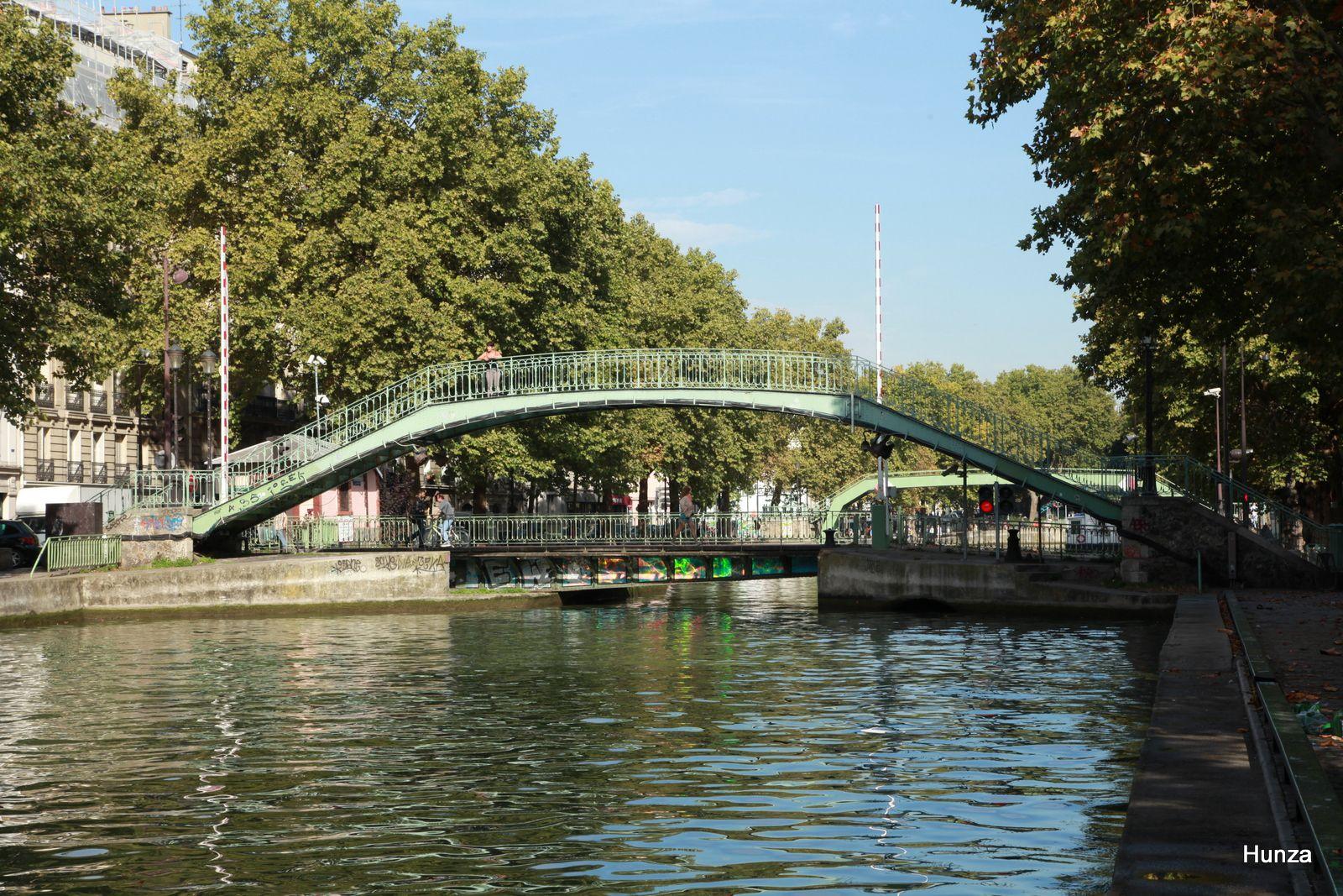 Canal Saint-Martin : pont tournant de la rue Dieu et passerelle Alibert