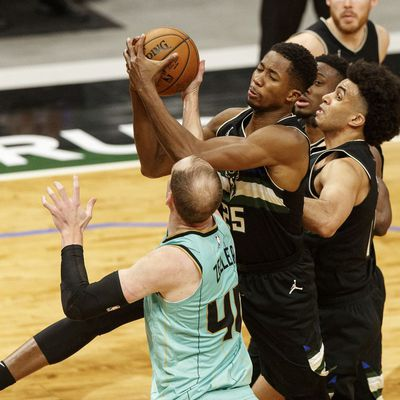 Les Bucks s'inclinent à domicile malgré un excellent Jordan Nwora (24 points et 6 rebonds)