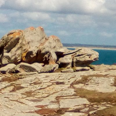 ST GUENOLE dans le Finistère, ses rochers, belle promenade!
