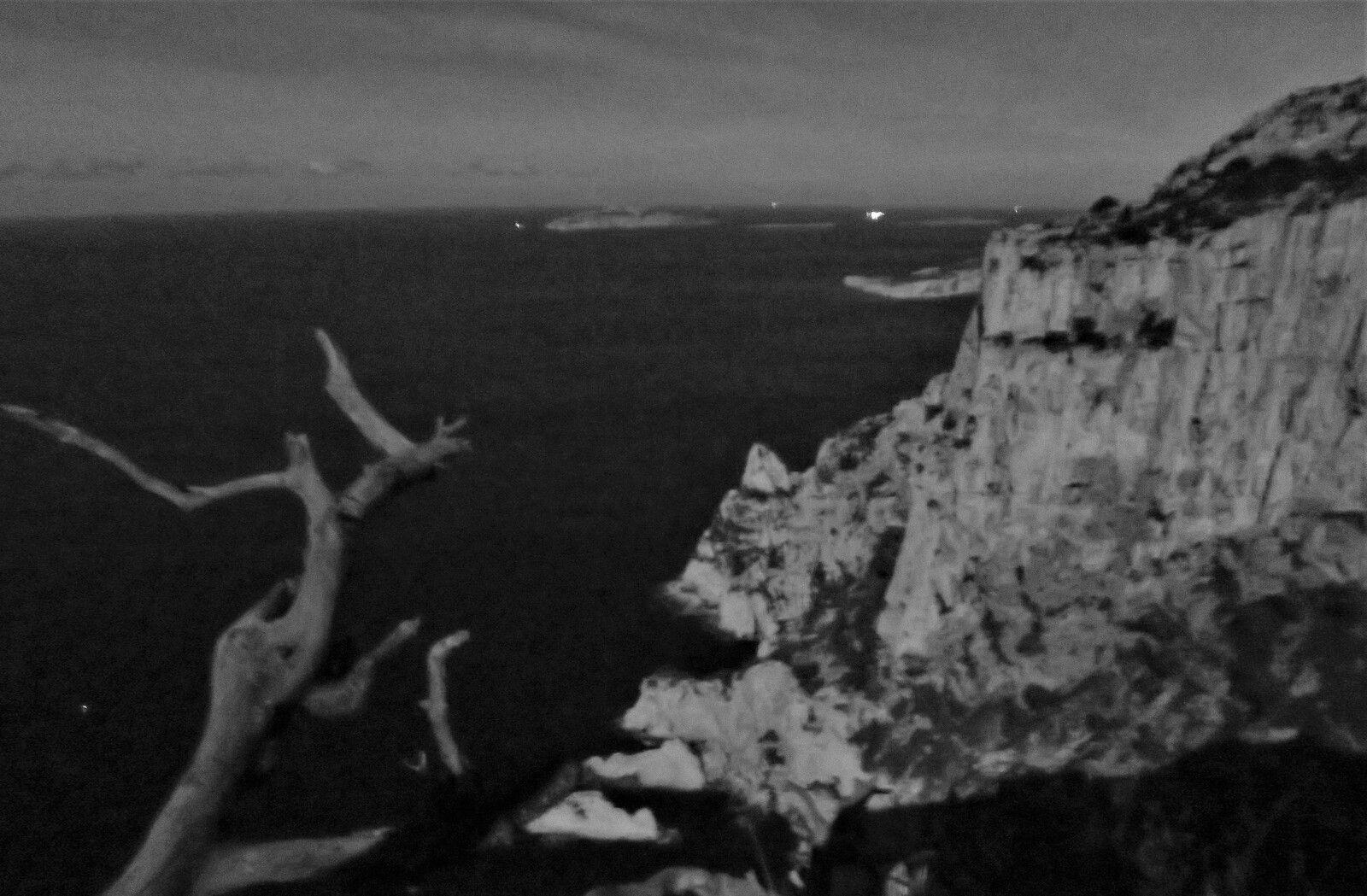 Le Devenson au clair de lune (photo plein format mais sans trépied...)