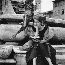 American girl in Italy (Ruth Orkin)