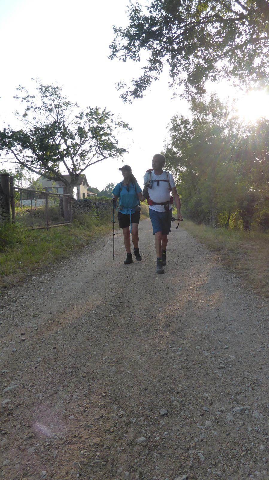 Nous rencontrons peu de marcheurs durant les premières heures, et profitons allégrement du chemin qui s'offre à nous.