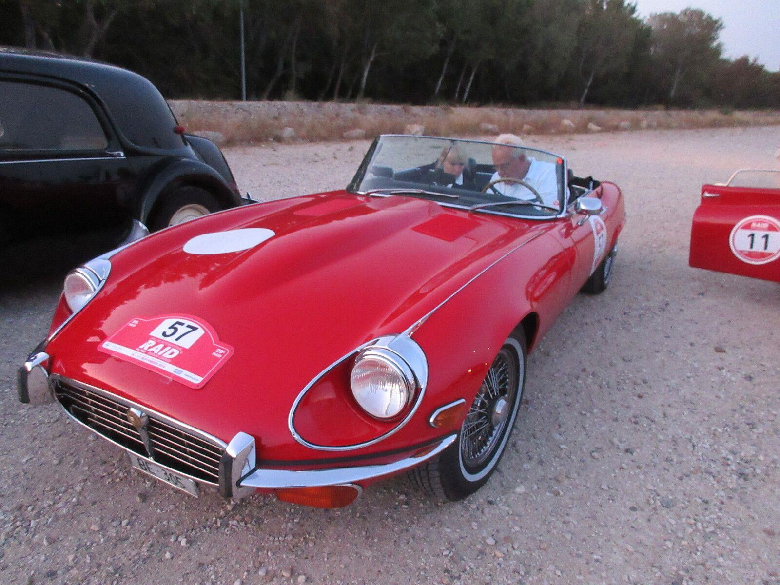 JAGUAR Type E  - 1961 – 1975 Basée sur l'une des meilleures automobiles de course de tous les temps