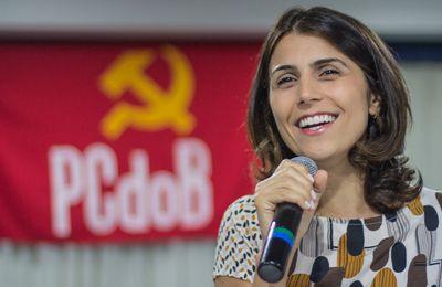 La dirigeante communiste brésilienne Manuela d'Ávila a reçu des menaces de mort de la part des bolsonaristes.