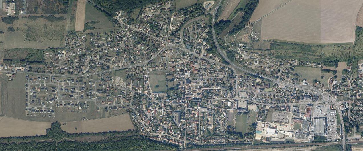 Comparaison entre deux vues aériennes (vers 1950 et vers 2018, extraites du site Géoportail) qui montre l'urbanisation de la vallée de la Seine et donc l'accroissement du nombre des sablières afin de fournir une partie du matériau de construction.