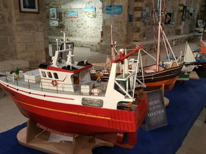 Photos expositions SILLAGES : Peintures marines et maquettes de bateau