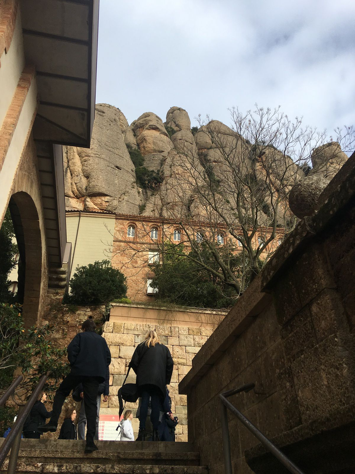 VISITE DE MONTSERRAT A QUELQUES KILOMETRES DE BARCELONE