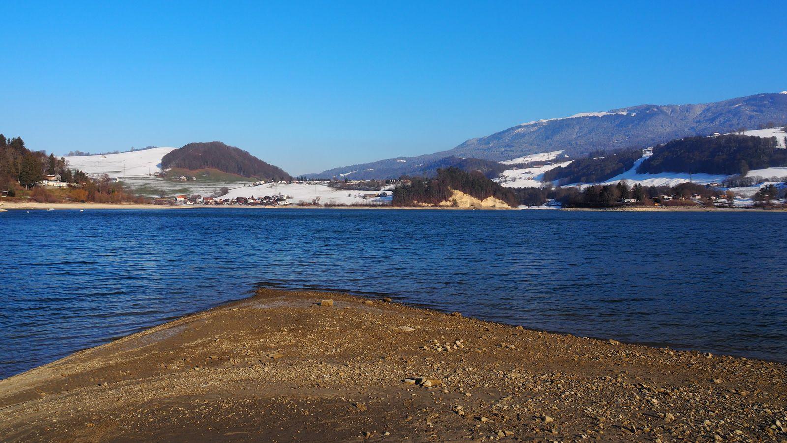 Le lac de la Gruyère en hiver