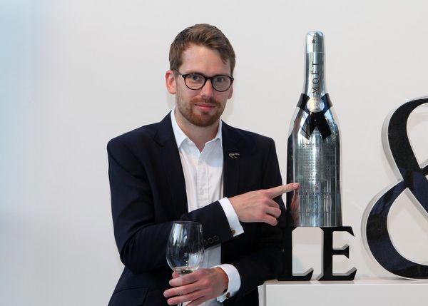 En juillet 2015, chez Moët & Chandon à Epernay, Jon Arvid Rosengren avait annoncé vouloir retrouver son nom gravé sur le Silver Trophy qui est remis au vainqueur du concours mondial. C'est chose faite ! © Jean Bernard