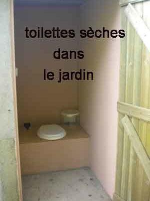 Des toilettes sèches dans le jardin
