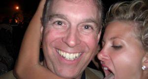 #Pédophilie : Prince #Andrew : désormais mouton noir de la famille royale, il est considéré comme une « menace pour la monarchie »