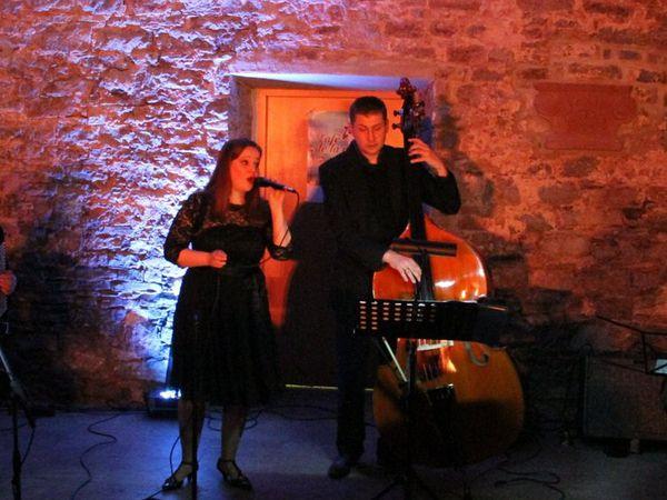 20 Jahre  Partnerschaft zwischen Veitshochheim und dem Pays de Pont-l'Eveque - Gelungener Konzertabend mit Cafe de la mer