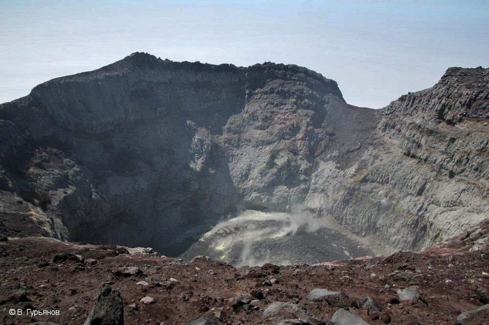 Sarychev peak crater - photo 06.2018 V. Gurianov / Institute of Volcanology and Seismology FEB, RAS, KVERT.