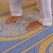 Selon la sunna, le fidèle doit poser ses genoux par terre avant ses mains, lorsqu'il s'abaisse pour se prosterner - العلم الشرعي - La science légiférée