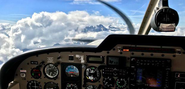 Atterrissage à Gstaad après le survol du Mont-Blanc
