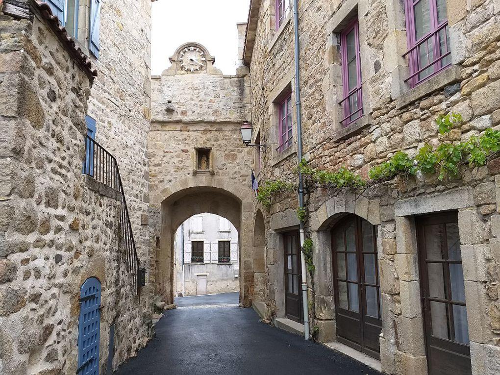 """""""Un des plus beaux villages de France"""", sur l'ancienne voie Régordane reliant Auvergne et Languedoc."""