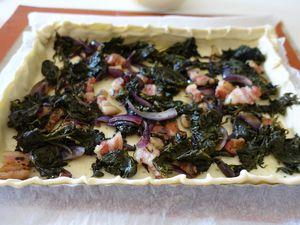 Tarte salée, épinard, oignon rouge et lard