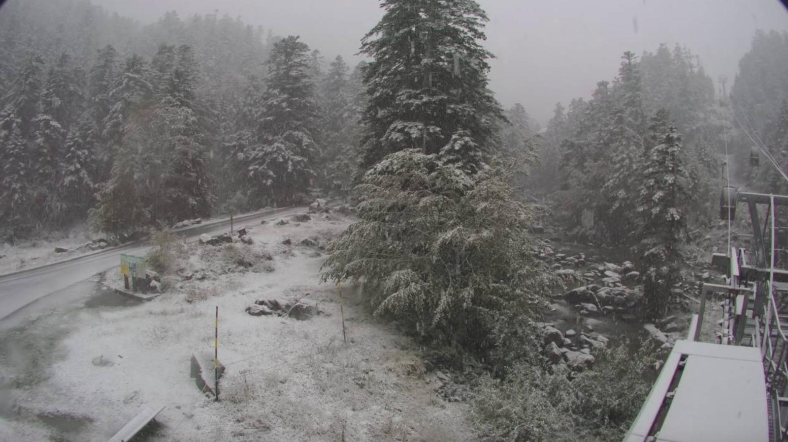 """Pyrénées : Cauterets... la neige """"précoce"""" est au rendez-vous"""
