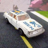 VOLVO 244 DL YATMING N°1058 AVEC DECAL DRAPEAU SUEDE - car-collector.net