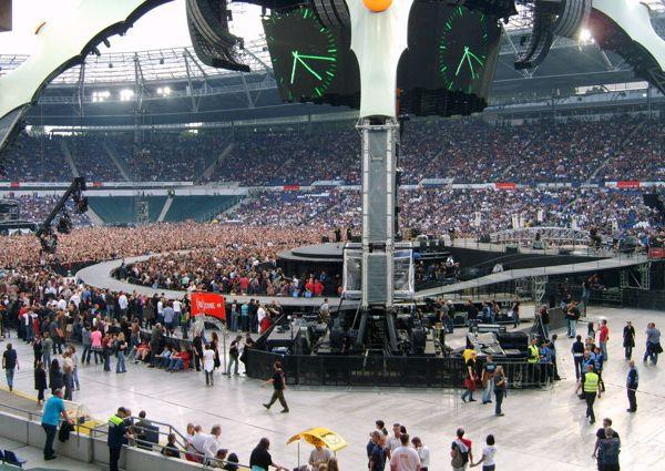 Moment Of Surrender est dédié à Hannover et au joueur de football allemand Robert Enke, qui s'est suicidé en novembre 2009.