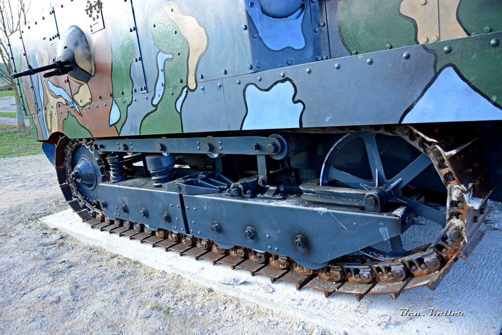 La réplique du char Schneider CA1 : cliquez sur les photos.