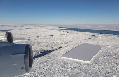 VIDEO : La Nasa photographie un iceberg parfaitement rectangulaire en Antarctique