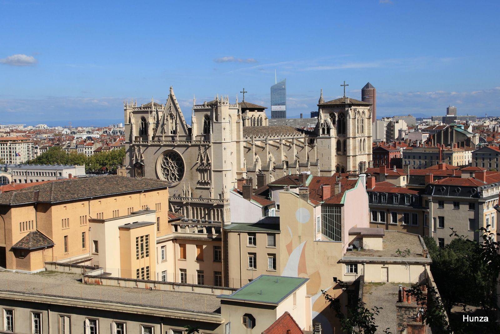 Cathédrale Saint-Jean vue depuis la montée du Chemin Neuf
