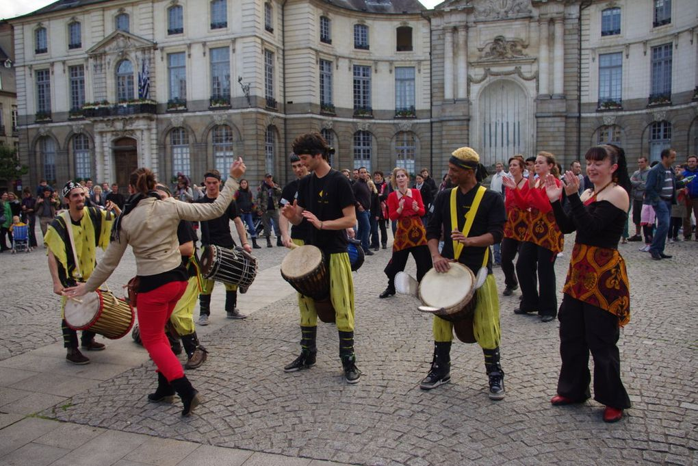 Ce jeudi 21 juin à l'occasion du 1er jour de l'été. Se déroulait la fête de la musique. Bretagneplus était de sortie dans les rues de Rennes, afin de vous faire vivre l'ambiance.