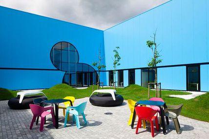 Reciclaje radical de un edificio industrial,...