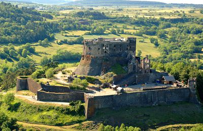 Les villages du Puy de Dome:    Murol