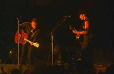 U2 - Staring at the Sun (acoustic) - Live Popmart Santiago