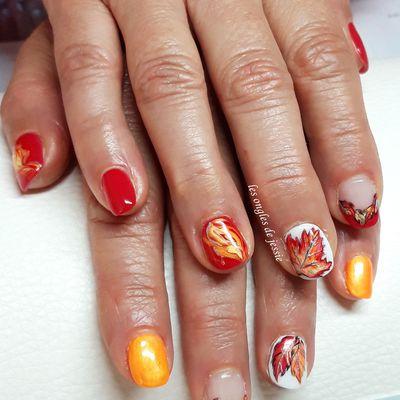 feuilles d'automne en orange et rouge