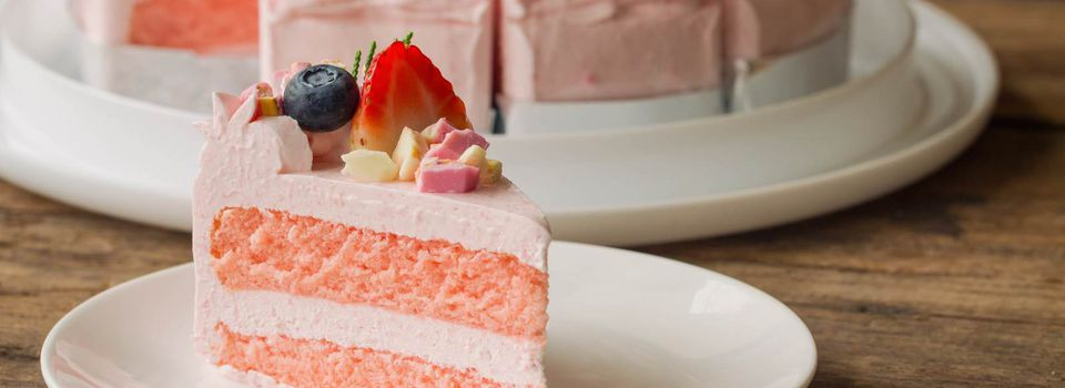 Why Should You Choose An Online Cake Shop For Buying Gifts?