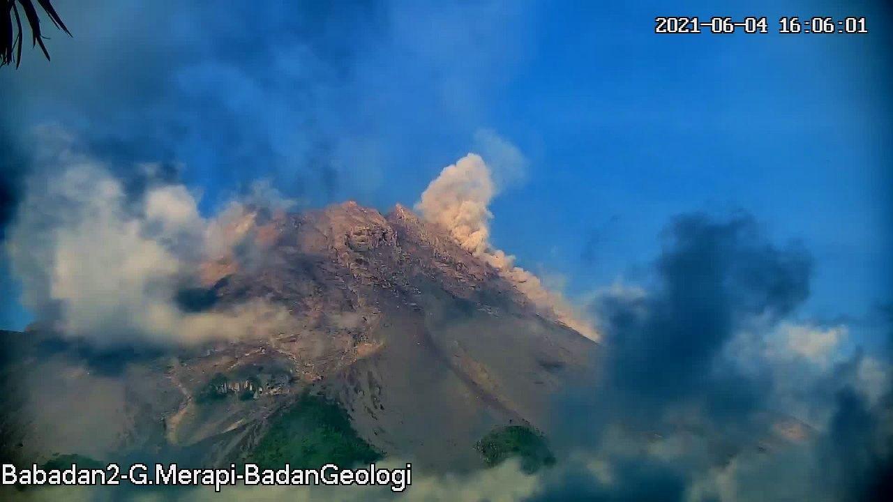 Merapi - Pyroclastic flow on 04.06.2021 / 16:05 - photo Babada-2 - Merapi -  one click to enlarge