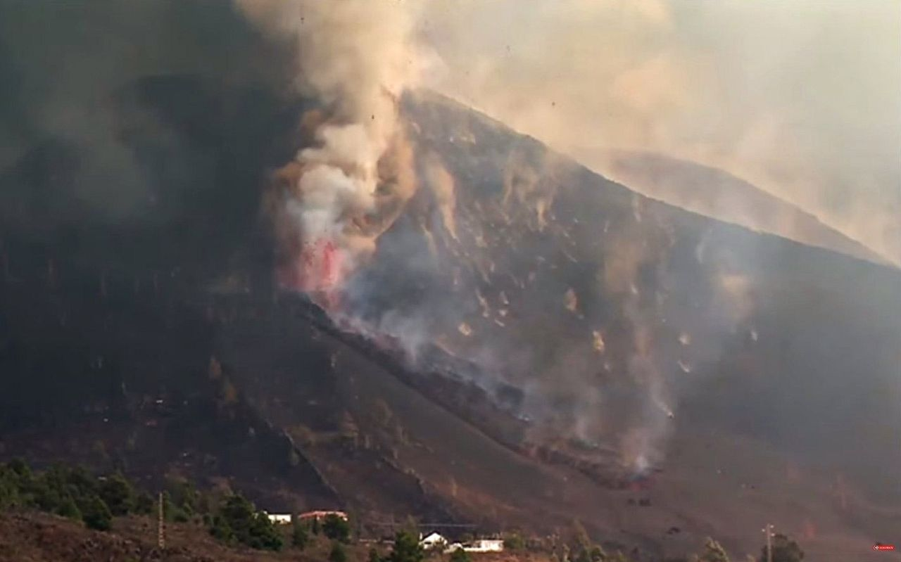 La Palma / Cumbre Vieja - Around 4 p.m., on 09/24/2021, opening of a new vent on the northern flank of the cone - Itahiza / Twitter