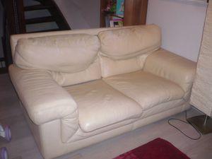 Nettoyer canapé en cuir avec lait de toilette bébé :
