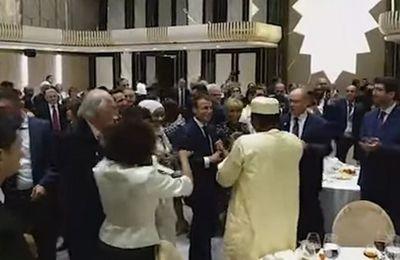 Françafrique. Quand Emmanuel Macron s'offrait une petite danse avec Idriss Déby (Vidéo)
