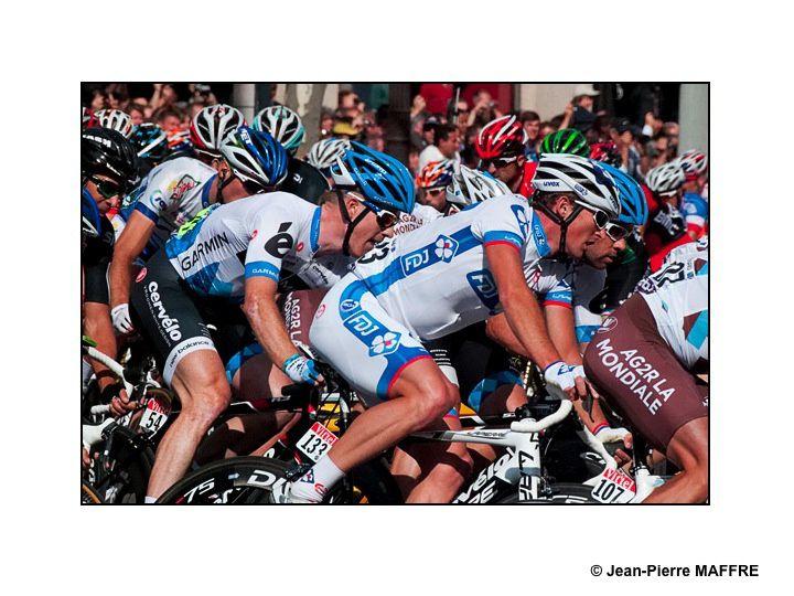 Tous les ans, rendez-vous incontournable pour les amateurs de cyclisme, le Tour de France nous offre un final de toute beauté. Paris, juillet 2010, 2011 et 2012.