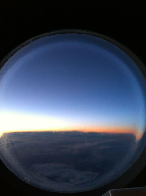 Souvenirs d'un aller retour à Bordeaux depuis Paris. Vol en Airbus A320. Photos prises depuis le hublot de la sortie de secour gauche au milieu de l'appareil.