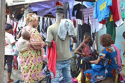Ouganda/Tanzanie/Rwanda - Vêtements produits localement VS vêtements US âgés