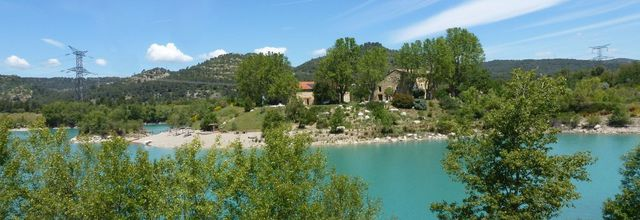 Les chambres d'hôtes de la presqu'île de Réal Plantain / Le lac de Peyrolles (3) / Balade en Provence